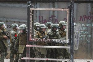 Poriadkové jednotky zasahujú počas demonštrácií v hlavnom meste Čile.