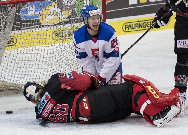 Marián Studenič sa raduje z premiérového gólu v seniorskej reprezentácii.
