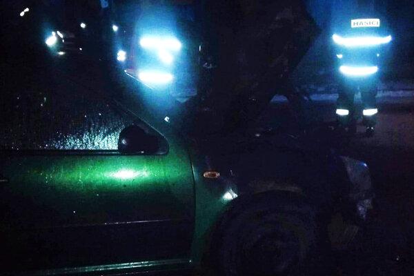 Auto vzbĺklo v noci.