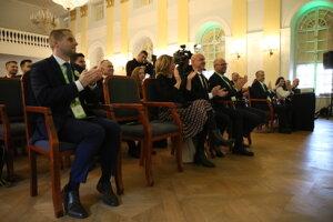 Atmosféra počas začiatku programovej konferencie strany Sloboda a Solidarita historickej budove NR SR.