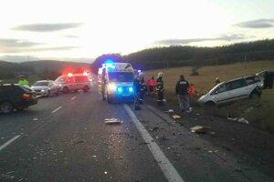 Na mieste tragickej dopravnej nehody.