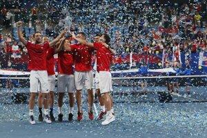 Srbská radosť po zisku trofeje na ATP Cupe.