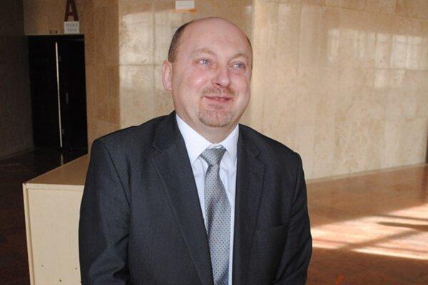 Ekonómovi Jozefovi Hudákovi na poste hlavného kontrolóra zaniká funkčné obdobie.
