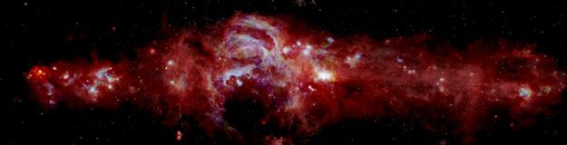 Panoráma stredu Mliečnej cesty v infračervenom spektre. KLIKNITE PRE ZVÄČŠENIE.