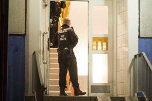 Polícia pri zásahu.