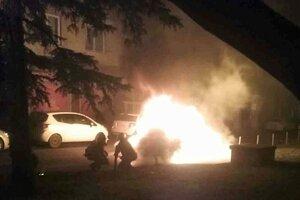 Požiar auta na Komenského ulici.