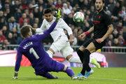 Casemiro strieľa gól do siete FC Sevilla.