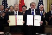 Čínsky vicepremiér Liou Che a americký prezident Donald Trump podpísali 15. januára obchodnú dohodu.