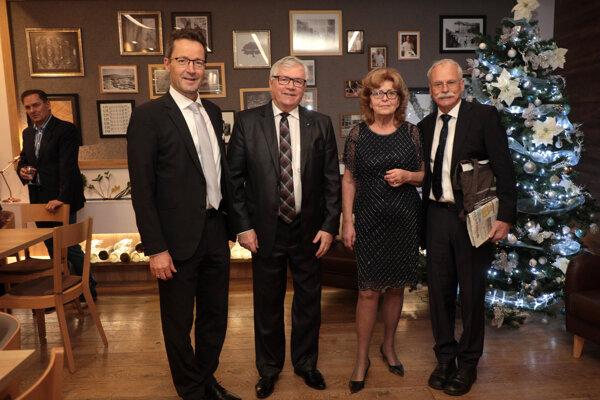 S rektorom Bergskej univerzity vo Wuppertale prof. Lambertom Kochom, Adreasom ZIeglerom a manželkou Adelou.
