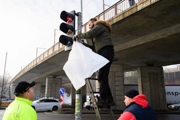 10. januára už autodopravcovia na Košickej ulici v Žiline blokovali dopravu.