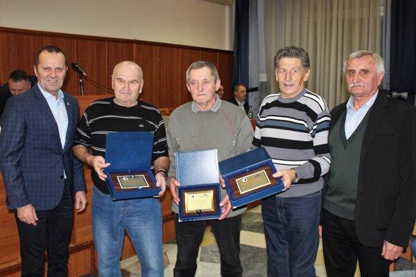 Oblastný futbalový zväz Senica na hodnotiacej konferencii oceňoval.