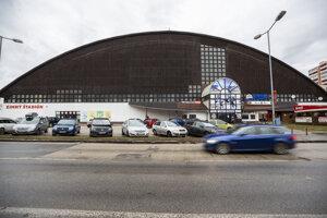 Zimný štadión na Harmincovej v Dúbravke počas znovuotvorenia v Bratislave 2. februára 2020. Zimný štadión na Harmincovej ulici dočasne uzatvorili po požiari, ktorý v objekte vypukol v nedeľu 15. decembra 2019.