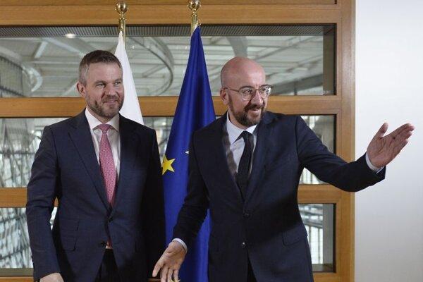 Sprava predseda Európskej rady Charles Michel a slovenský premiér Peter Pellegrini.