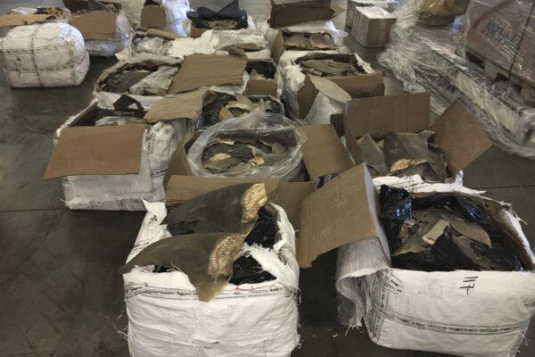 Zhruba 635-kilogramový náklad našli v 18 škatuliach.