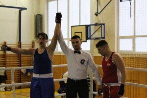 Košičan Pavel Jaroň (vľavo) po víťaznom súboji s boxerom z Lučenca.