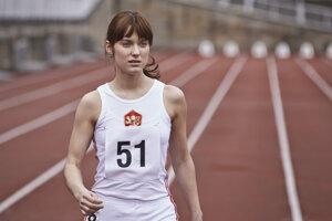 Judit Bárdos si vo filme Fair play zahrala bežkyňu, ktorú za komunizmu dotlačili k dopingu.