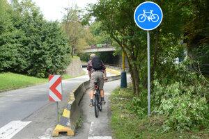V súčasnosti končí cyklochodník pred stanicou Detskej železnice v Čermeli.