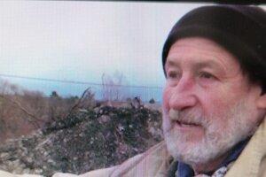 Majiteľ chatky aj pozemku tvrdí, že mu časť odpadu niekto navozil.