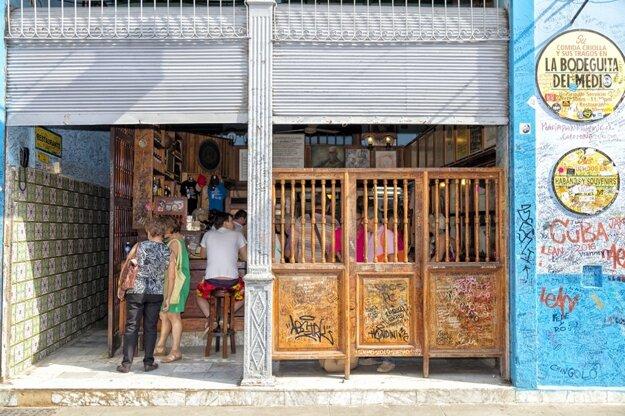 Typické bary na Kube, kde sa môžete zastaviť na pohárik. Tento v Havane bol Hemingwayov najobľúbenejší