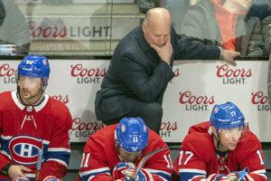 Tréner Montrealu Canadiens Claude Julien a hráči zľava Tomáš Tatar, Brendan Gallagher a Iľja Kovaľčuk.