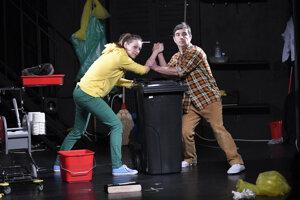 V predstavení účinkujú dvaja herci.