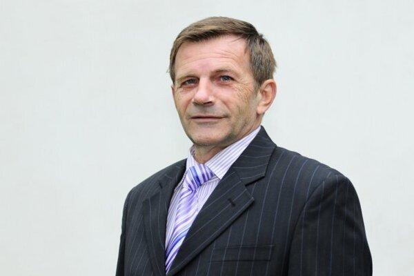 Jozef Holečko kandidoval v roku 2014 v komunálnych voľbách za primátora Košíc. Skončil na poslednom, šiestom mieste so ziskom 510 hlasov. Teraz by chcel šéfovať DPMK.