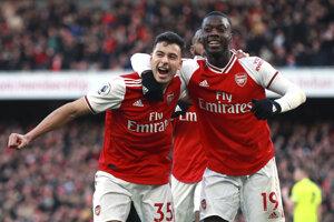 Nádej Arsenalu Gabriel Martinelli (vľavo) a Nicolas Pepe.
