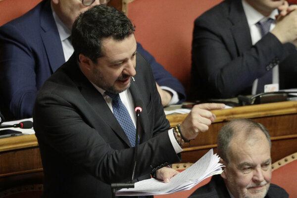 Matteo Salvini pred hlasovaním v Senáte.