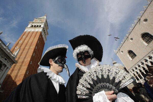 V Benátkach sa začal tradičný karneval.