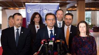 Poslanci okolo Galka vysvetľujú, prečo pomohli Smeru a SNS otvoriť schôdzu (video)