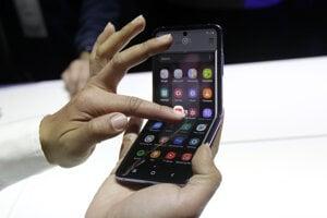 Samsung Galaxy Z Flip pri predstavení v San Franciscu.