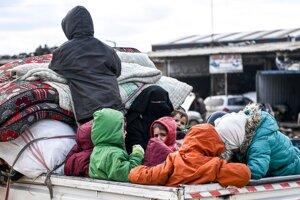 Útek civilistov z Idlibu na sever k tureckým hraniciam. 15. februára 2020.
