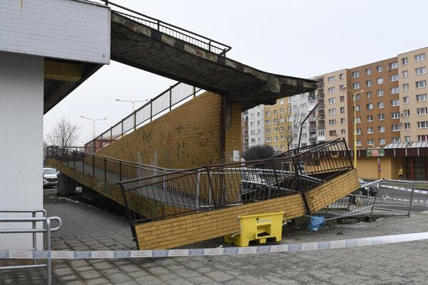 Deň po páde zábradlia na sídlisku Šváby. Oprava bude stáť približne 100-tisíc eur.