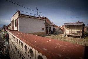 Dom, v ktorom bývali Ján Kuciak a Martina Kušnírova. Vpravo od domu je letná kuchynka, v ktorej na nich čakal vrah Miroslav Marček.