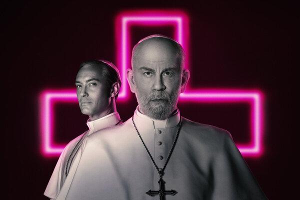 Jude Law a John Malkovich hrajú pápežov v seriáli Nový pápež.