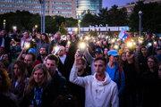 Ľudia si pripomínajú druhé výročie vraždy Jána Kuciaka a Martiny Kušnírovej.