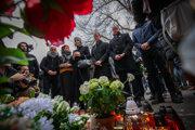 Lucia Ďuriš Nicholsonová, Veronika Remišová, Miroslav Beblavý a Andrej Kiska pri pamätníku Jána a Martiny.