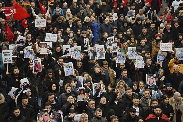 Tisíce ľudí prišlo ukázať jednotu proti teroru, xenofóbii a protimoslimskému rasizmu.
