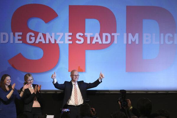 Kandidát SPD Peter Tschentscher zostáva hamburským primátorom.