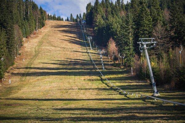 Množstvo lyžiarskych stredísk v Európe otvorilo sezónu s výrazným oneskorením.