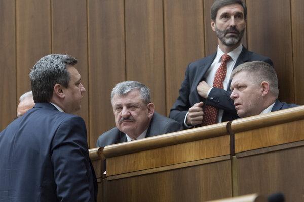 Na snímke zľava predseda NR SR Andrej Danko, poslanci Anton Hrnko (obaja SNS), Juraj Blanár a Robert Fico (obaja Smer).