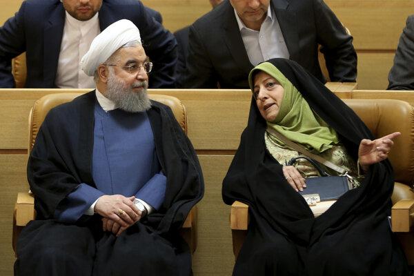 Iránska viceprezidentka Masúmeh Ebtekarová v rozhvore s prezidentom Hassanom Rúháním.