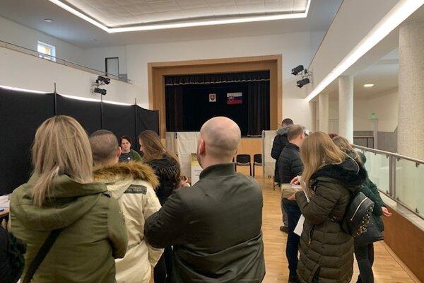 Z volebnej miestnosti v Špainciach.