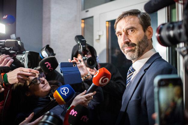 Voľby 2020: Juraj Blanár prichádza do centrály Smeru.
