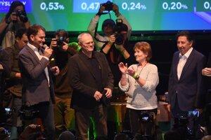 Voľby 2020: Igor Matovič, Milan Kňažko, Anna Remiášová a Ján Budaj vo volebnej centrále OĽaNO.