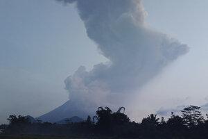 Merapi s výškou 2968 metrov patrí medzi najaktívnejšie z viac ako 120 činných indonézskych sopiek.