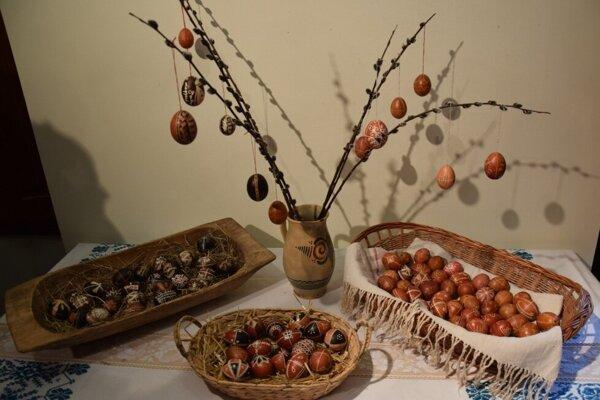 Výstava čarovné kraslice môže byť aj inšpiráciou pre vlastné zdobenie veľkonočných vajíčok.