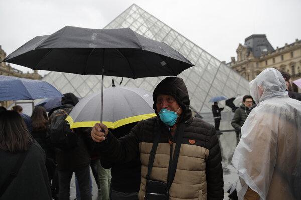Vo Francúzsku podľa AFP oficiálne evidujú už 191 nakazených a troch mŕtvych.