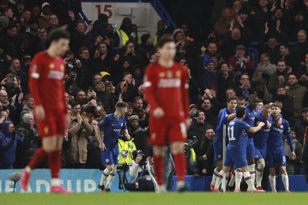 Hráči Chelsea sa tešia po góle.