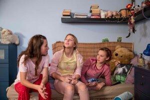 Herečky vo filme V sieti vyzerajú ako dvanásťročné dievčatá.